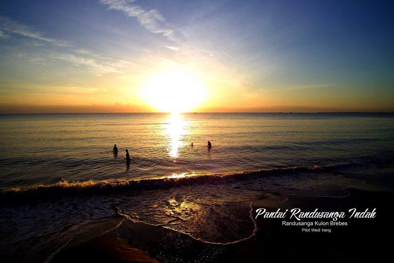Pantai-Randusanga-Indah