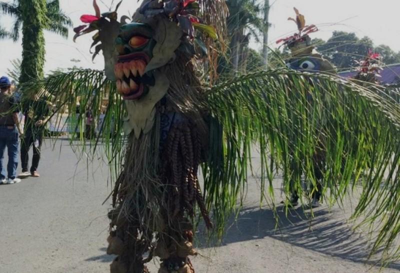 Keterangan Foto: Penampilan Seni Bebegig pada acara Galuh Ethnic Carnival di Alun-alun Ciamis beberapa waktu lalu. Foto: Istimewa