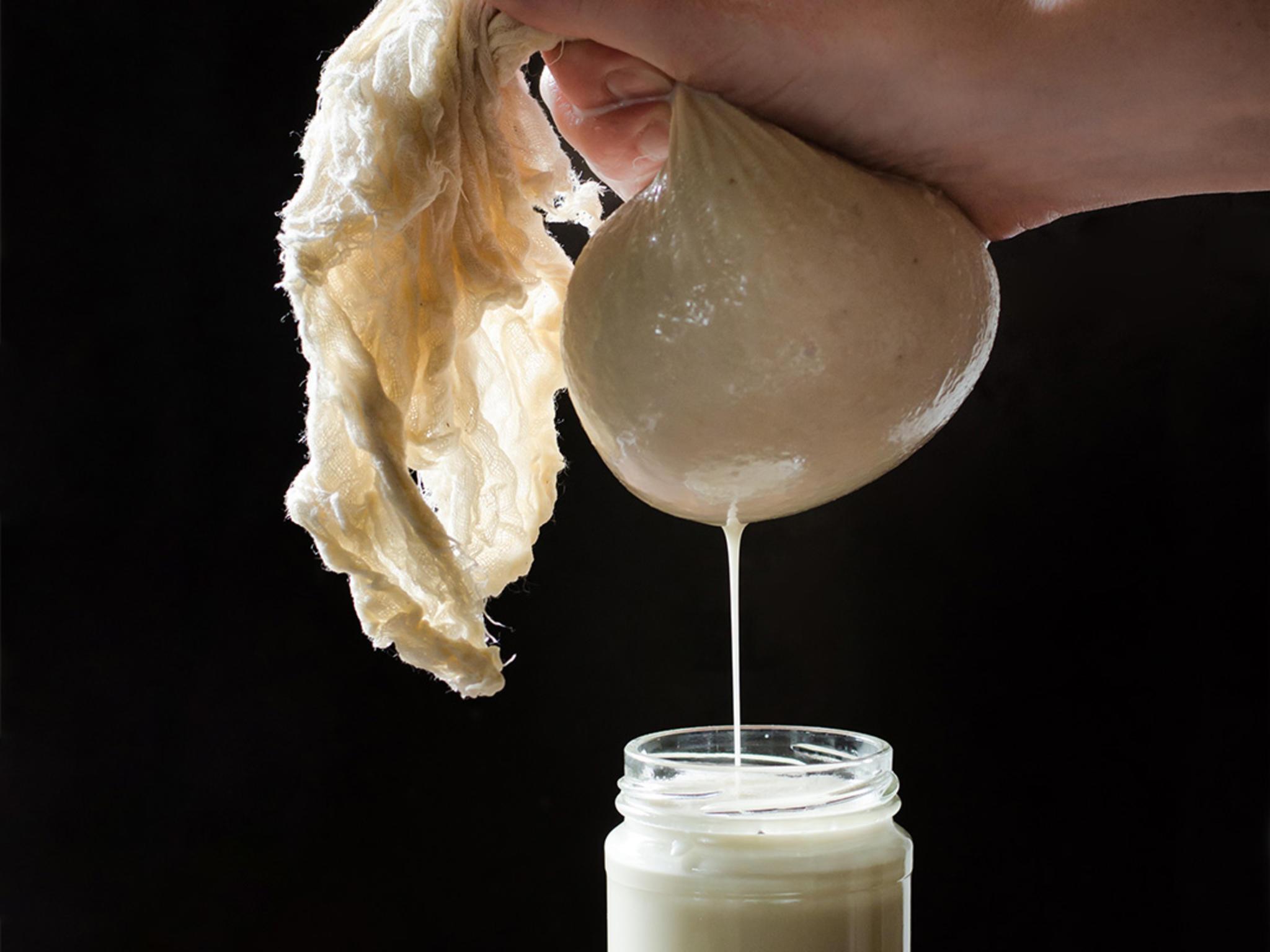 membuat susu almond